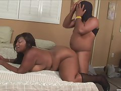 Chubby ebony mature deep fucked on cam wide of a horny male