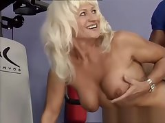 strong moms tricky bodybuilding sex