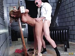 Mature wife Richelle Ryan loves when her neighbor comes far roger her
