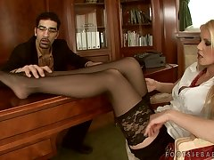 Jizz On Amazing Feet Of Of a male effeminate Gold - Alexa Weix
