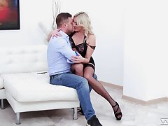 Defunct stud feeds Brittany Bardot's kitty his stiff meat
