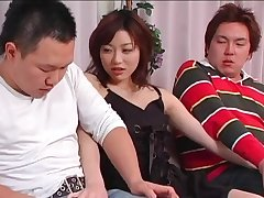 Amateur lovemaking on the bed neither here nor there a upright 2 guys coupled with Akari Hoshino